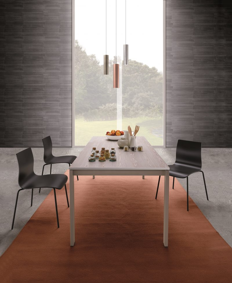 trpezarijski stolov