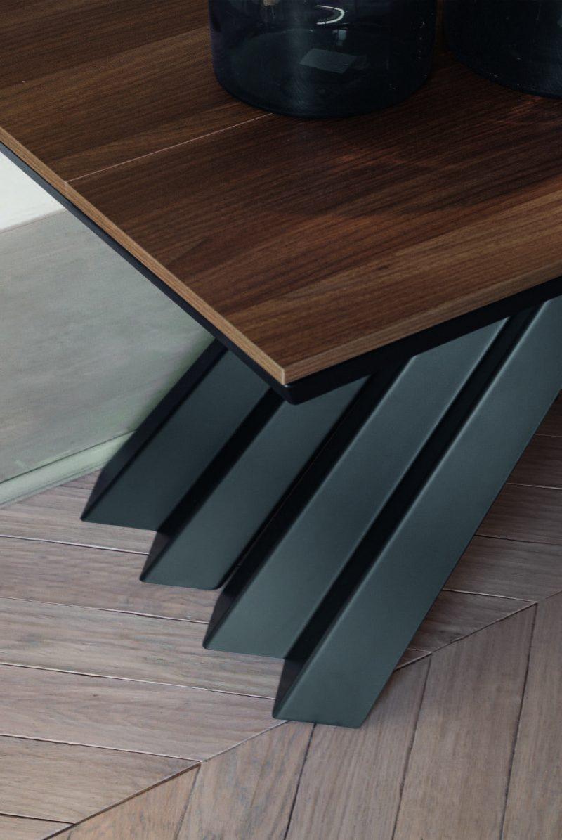 stolovi sa metalnim nogama